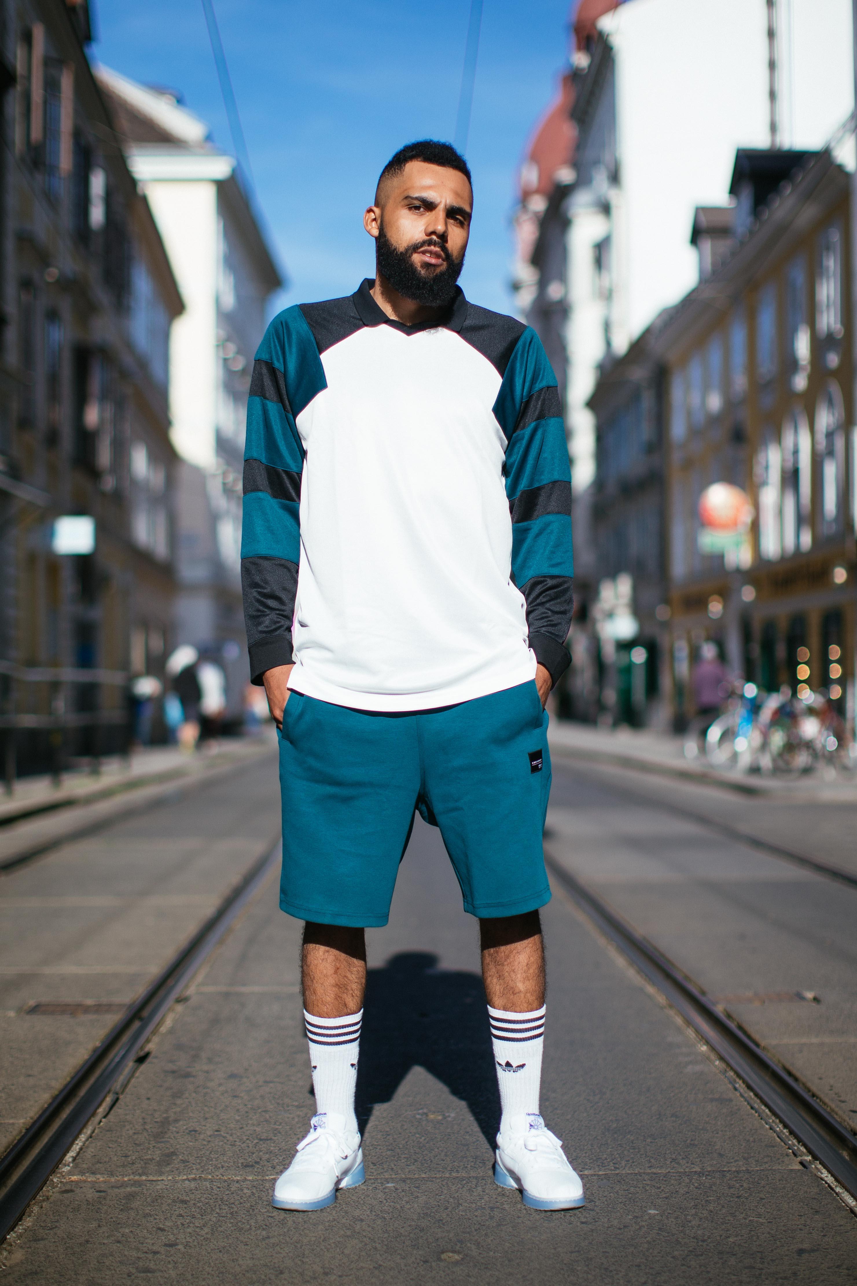 Athleisure-Trend: Jean-Claude Mpassy von New Kiss on the Blog trägt Adidas Originals