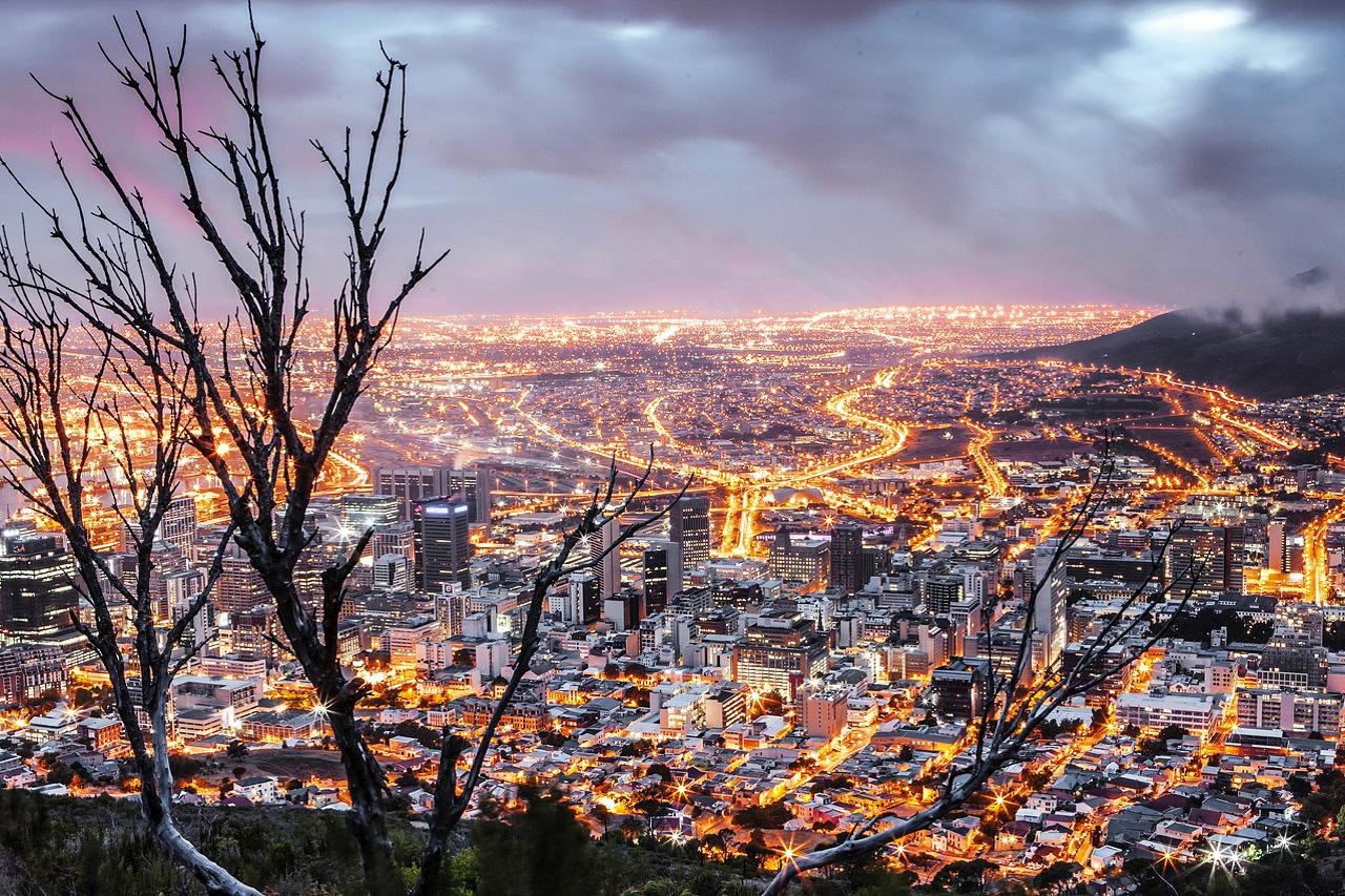 Die Skyline von Kapstadt bei Nacht