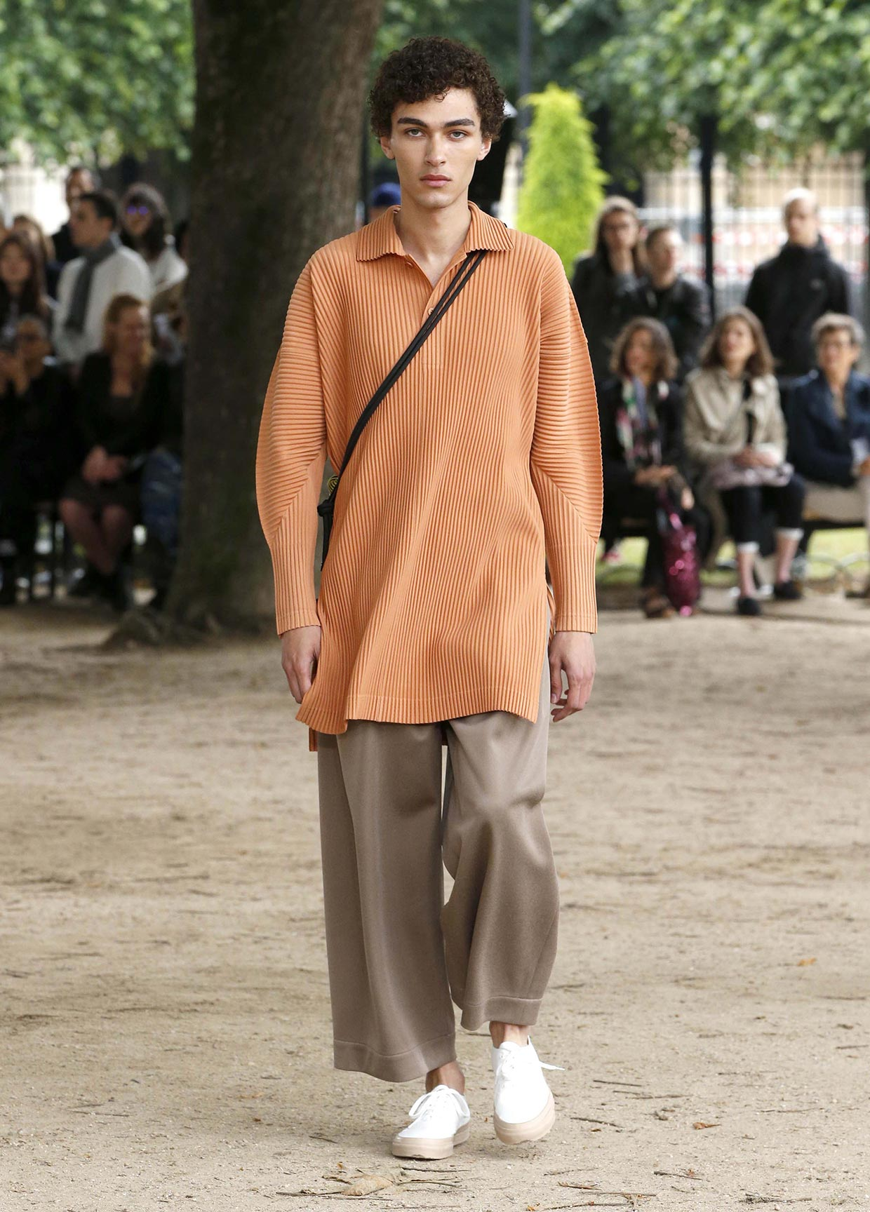 issey-miyake-homme-plisse-SS20-show-15