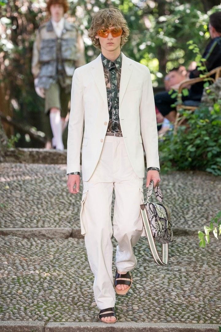 Wie man weiße Anzüge richtig kombiniert: Fendi SS20