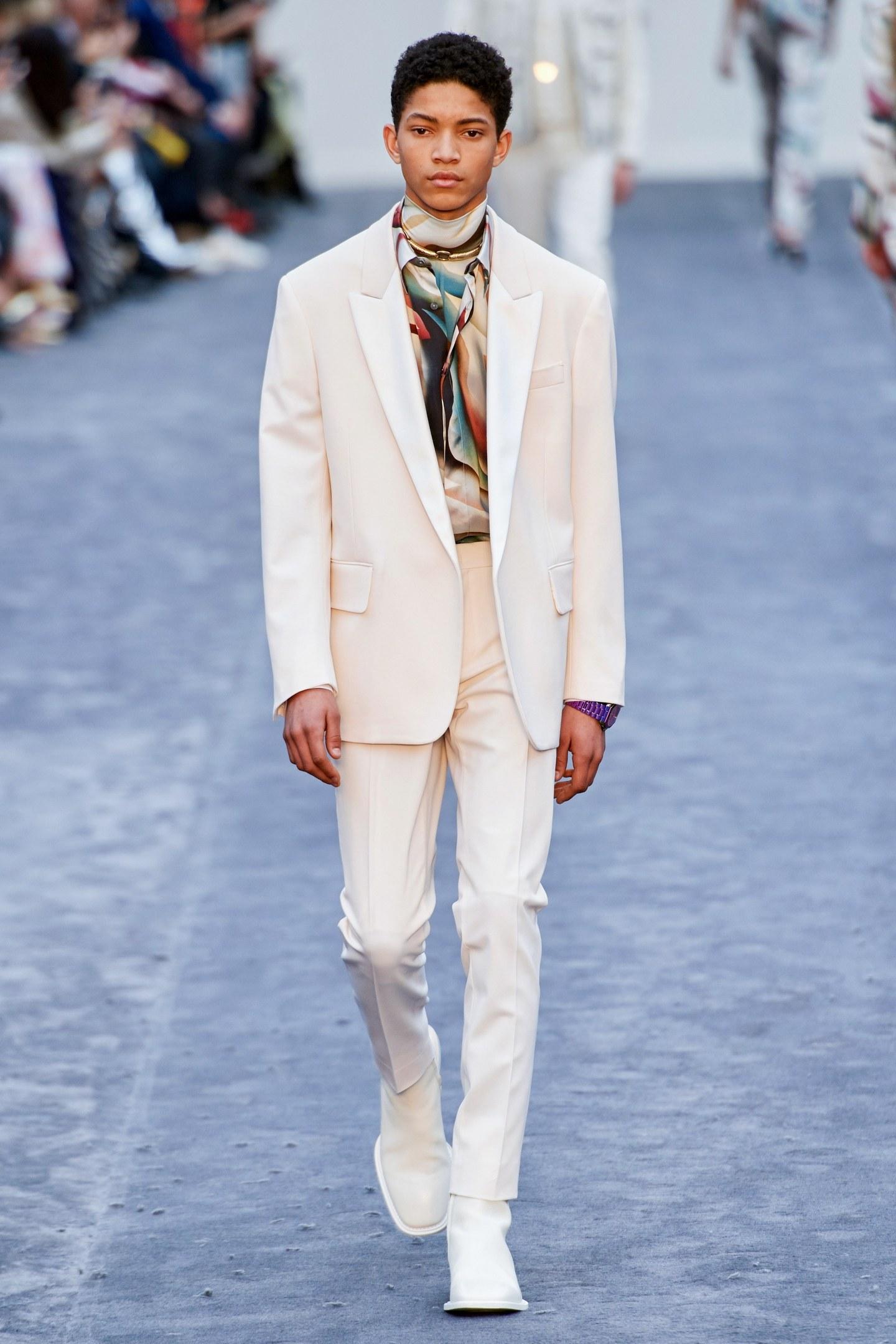 Wie man weiße Anzüge richtig kombiniert: Roberto Cavalli AW19