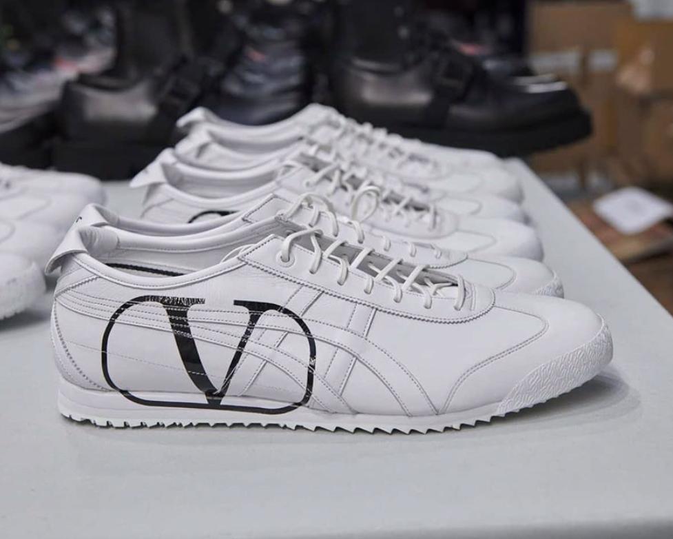 Die besten Sneaker Collaborations der AW20 Men's Fashion Week: Valentino X Onitsuka Tiger