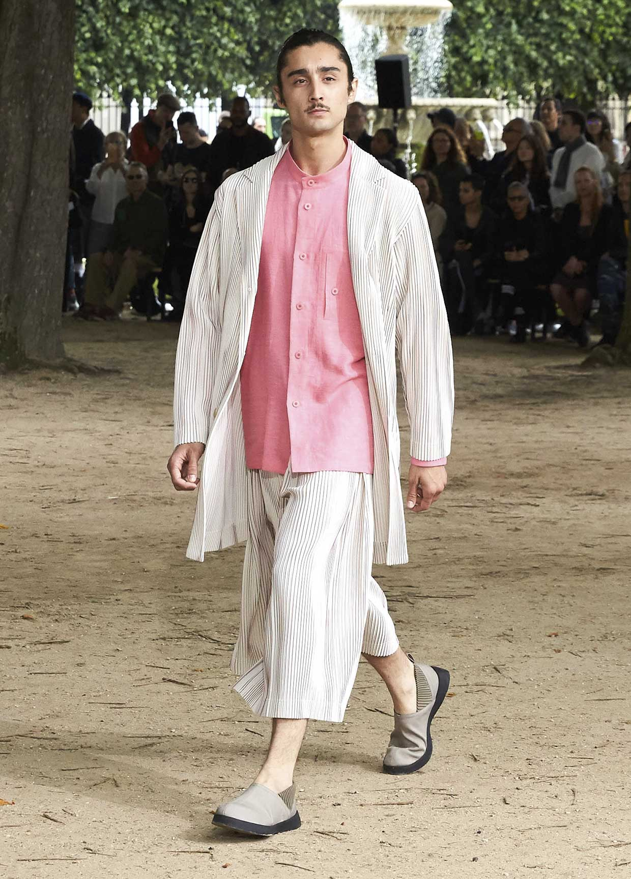 Issey Miyake Homme Plissé SS20 Show