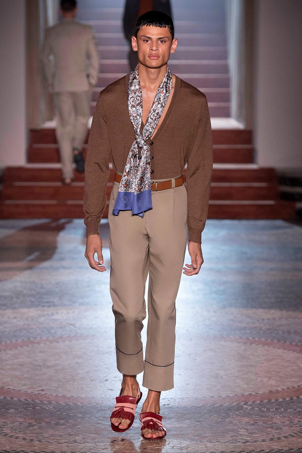 Modetrend des Sommers: Halstücher für Männer