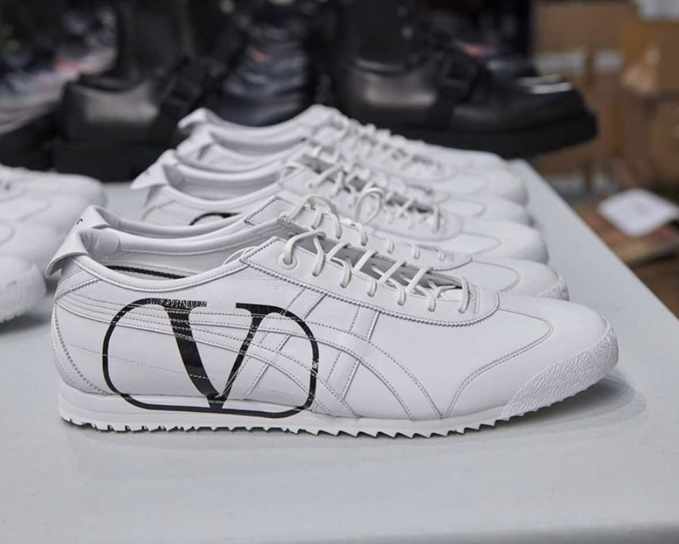 Die besten Sneaker Collaborations der AW20 Men's Fashion Week: Valentino X Onitsuka Tiger
